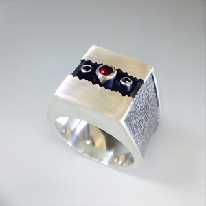 reddish-box ring